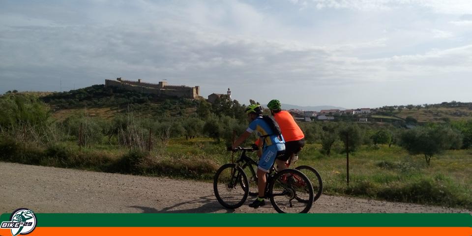 bikex29_ruta3_las_tres_provincias_cicloturismo_cala_santa_olalla_camino_castillo